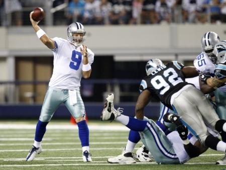 ARLINGTON, TX - SEPTEMBER 28:  Tony Romo #9 of the Dallas Cowboys passes against the Carolina Panthers at Cowboys Stadium on September 28, 2009 in Arlington, Texas. (Photo by Ronald Martinez/Getty Images)